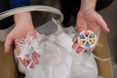 Reciclando material plástico