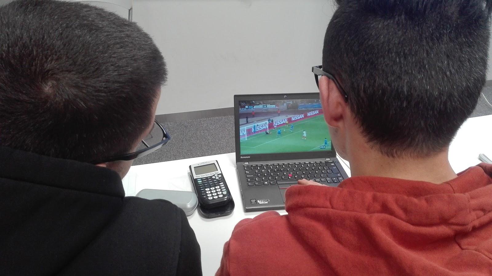 alumnos jugando